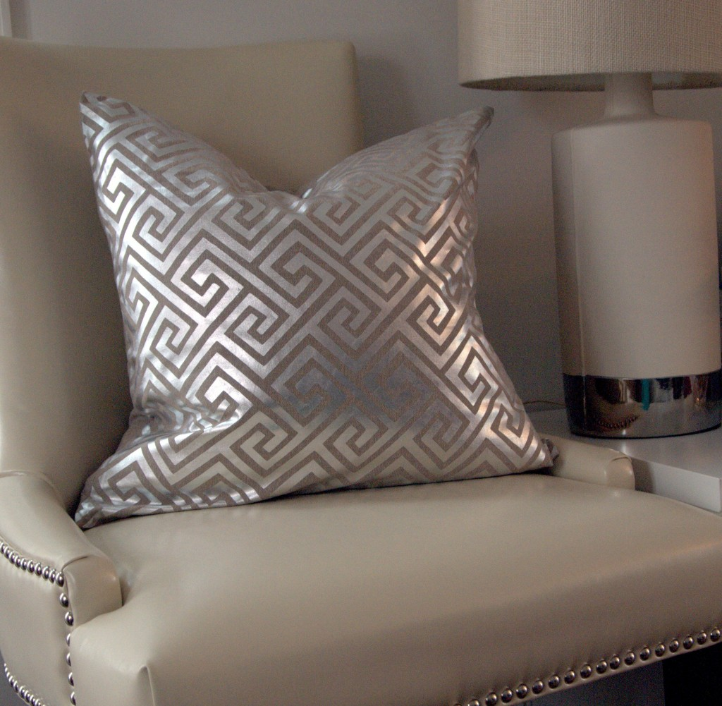 antropoti-concierge-service-pillow-greek